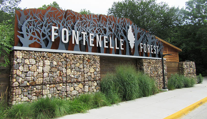 The front sign that welcomes visitors to Fontenelle Forest.